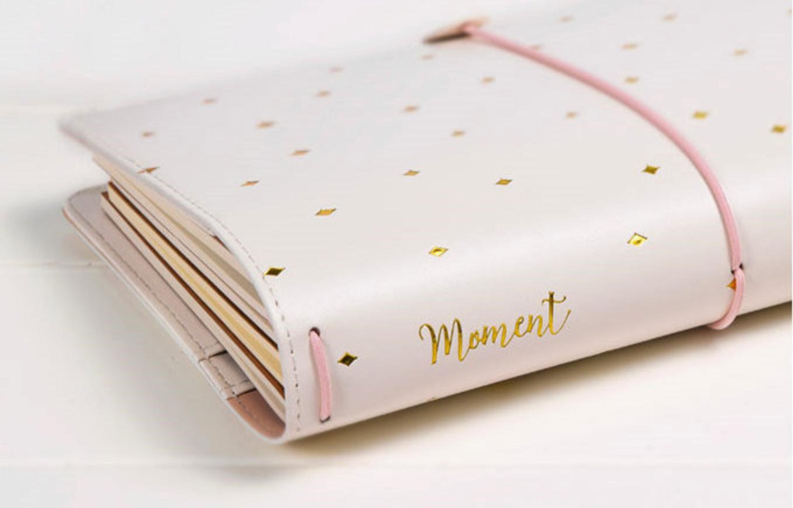 Gorgeous travellers notebook cover makes an perfect gift for a friend who's planner obsessed